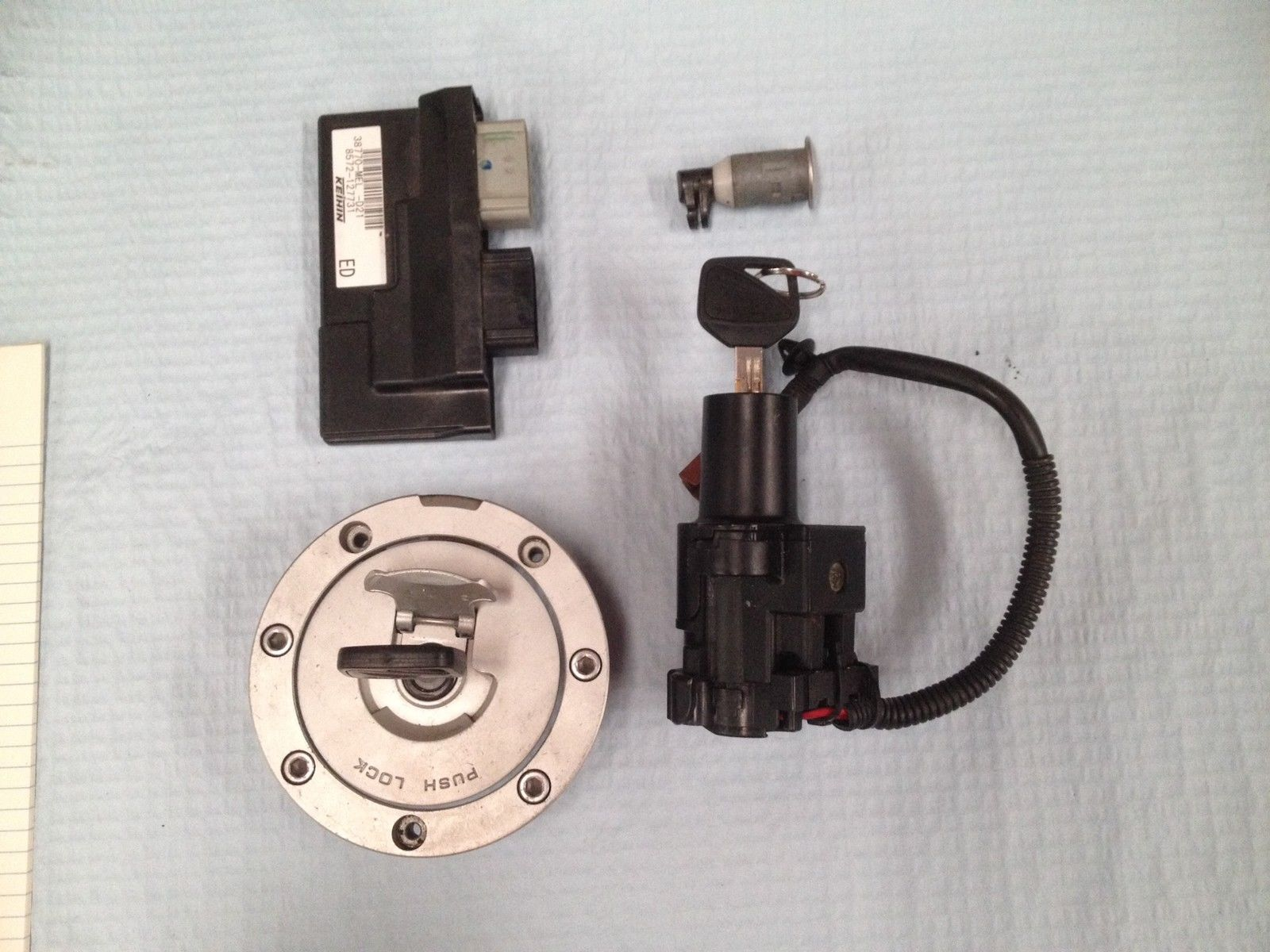 Honda CBR1000RR 06-07 ECU, ignition and tank lock with coded key HISS  CBR1000