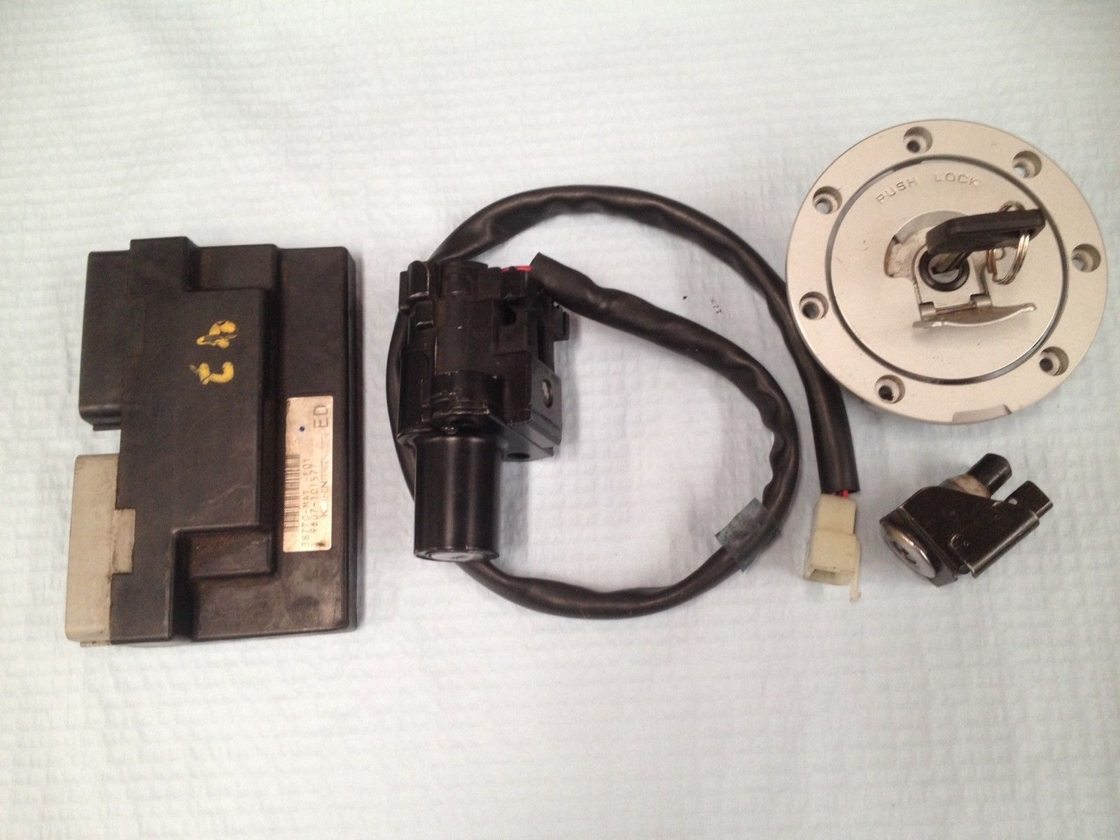 Honda CBR1100XX 99-00 ECU, ignition and tank lock with coded key HISS